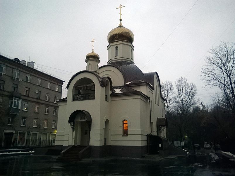 hram_svyatih-tsarstvennih-strastoterptsev-voykovskaya